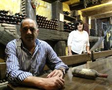 Imagen del reportajeCasa Navarra, disfrutar el vino con una carta de vinos muy peculiar.